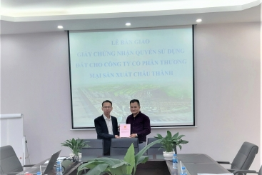 THE HANDOVER OF LAND USE RIGHT CERTIFICATES FOR INVESTORS IN CHAU DUC URBAN INDUSTRIAL PARK & GOLF COURSE IN 2020